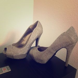 Guess high heels (brand new )